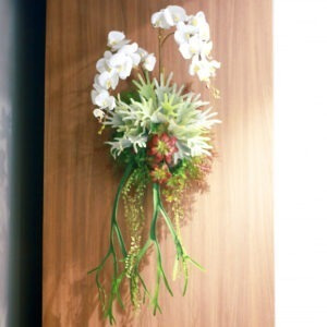 HGL0002 / Flowers hanging on the wall