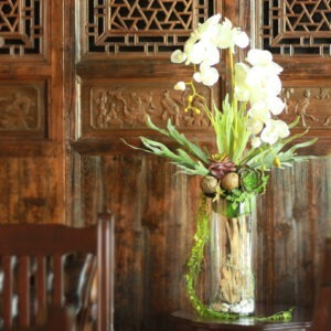 VFM0018 / Orchids with glass Vase