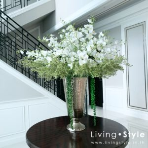 VFL0031 / Orchids with Caspia in large silver vase